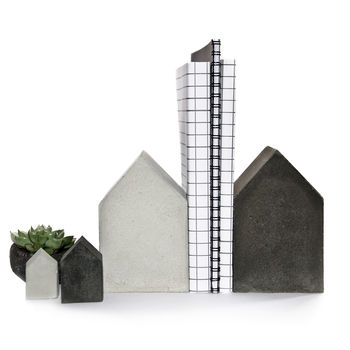 normal_four-concrete-houses-family-set.jpg