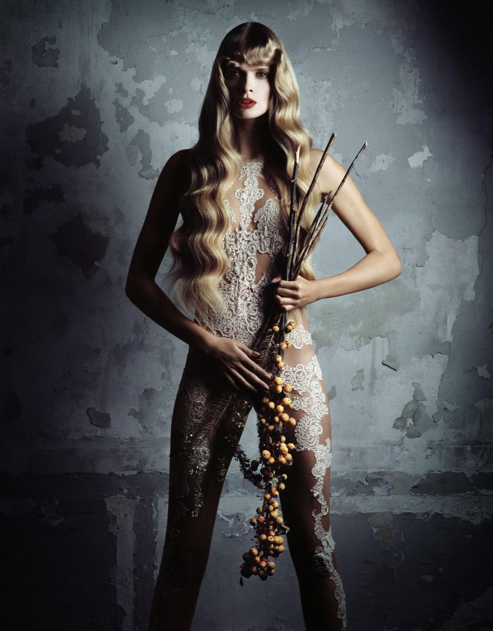 julia-stegner-by-daniele-duella-iango-henzi-for-muse-magazine-winter-2010-4.jpg