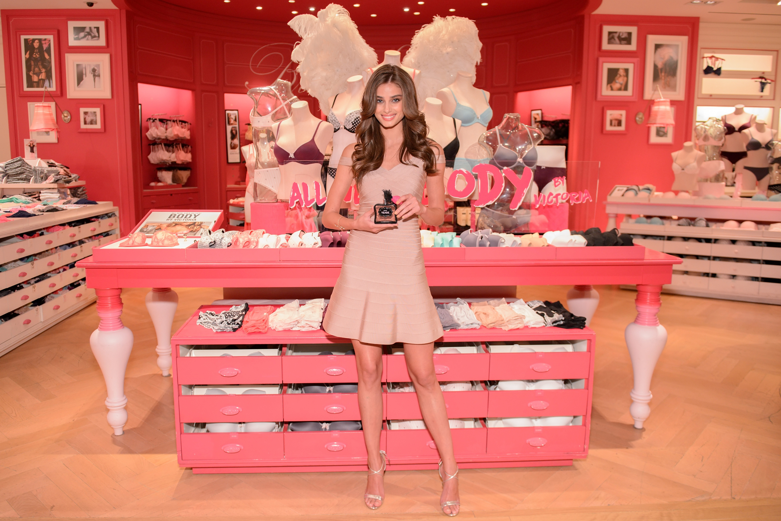 tease-2015-taylor-hill-eau-de-parfum-victorias-secret-beauty-hi-res.jpg