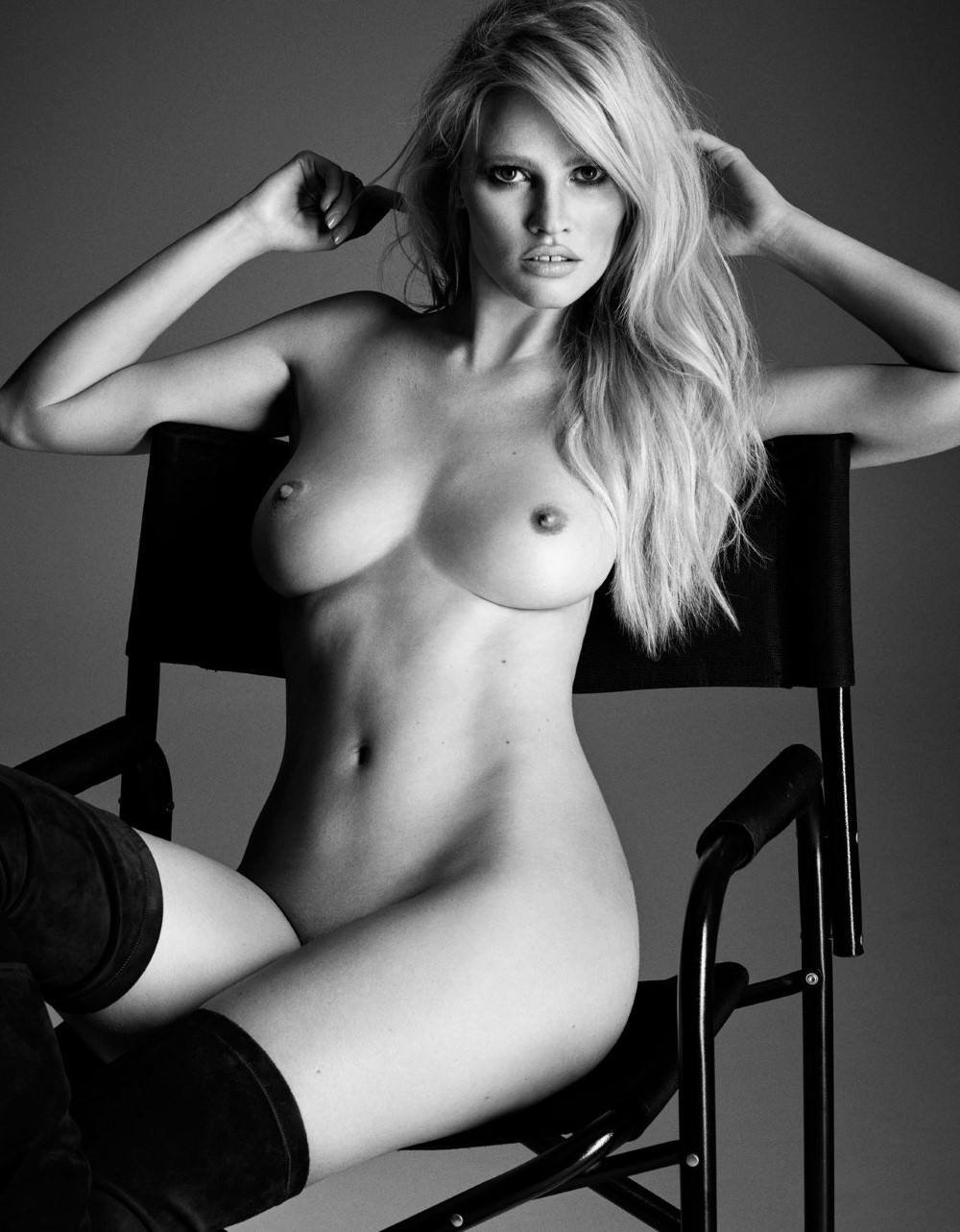 LUI-December_2015-January_2016-01-Lara_Stone-by-Luigi_and_Iango.jpg