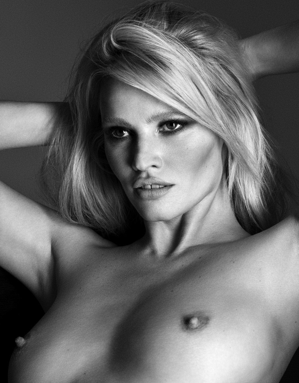 LUI-December_2015-January_2016-27-Lara_Stone-by-Luigi_and_Iango.jpg