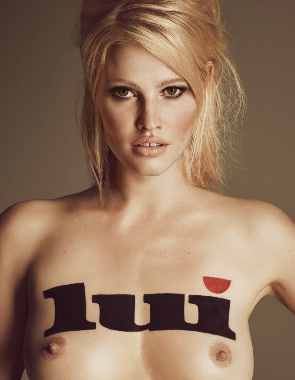 LUI-December_2015-January_2016-41-Lara_Stone-by-Luigi_and_Iango.jpg