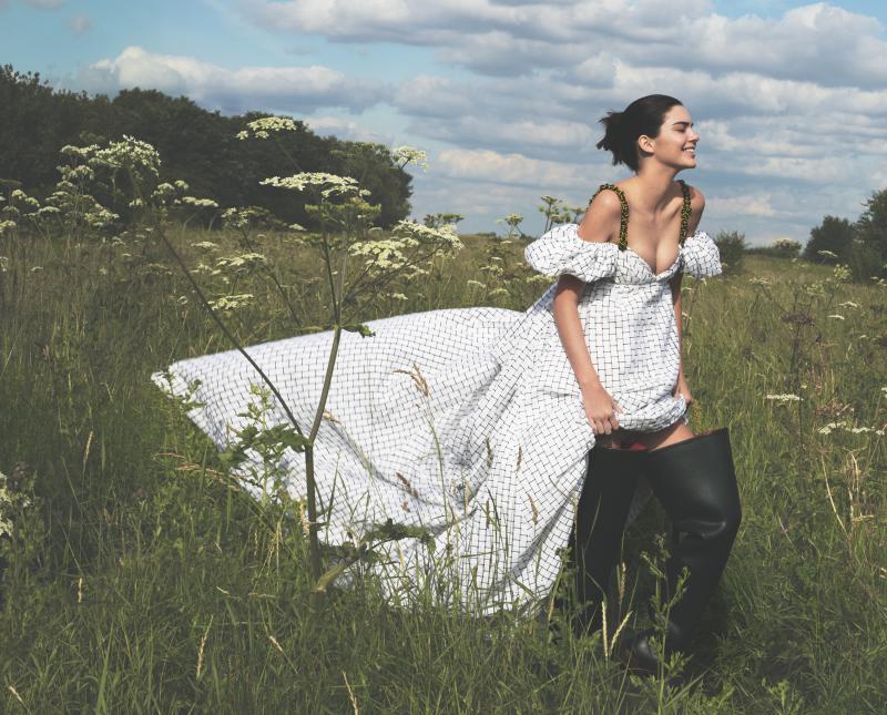 Vogue-US-September-2016-Kendall-Jenner-by-Mert-Alas-and-Marcus-Piggott-02-Maison-Margiela.jpg