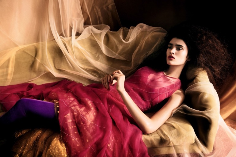 Alexandra-Micu-Vogue-China-April-2017-Editorial01.jpg
