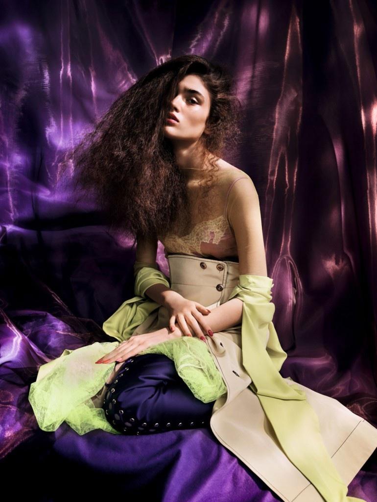 Alexandra-Micu-Vogue-China-April-2017-Editorial04.jpg