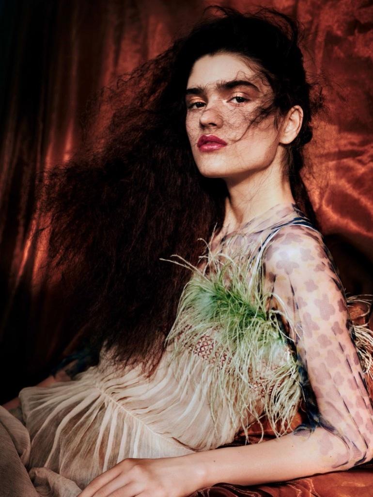 Alexandra-Micu-Vogue-China-April-2017-Editorial06.jpg