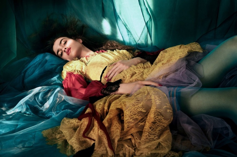 Alexandra-Micu-Vogue-China-April-2017-Editorial07.jpg