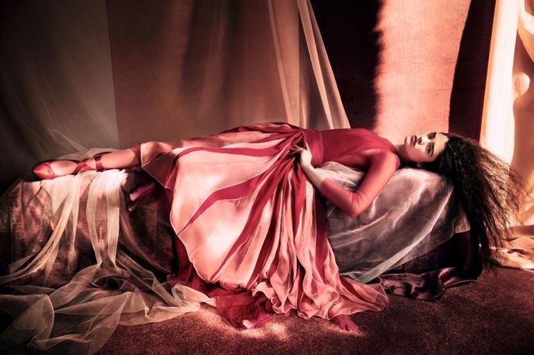 Alexandra-Micu-Vogue-China-April-2017-Editorial08.jpg