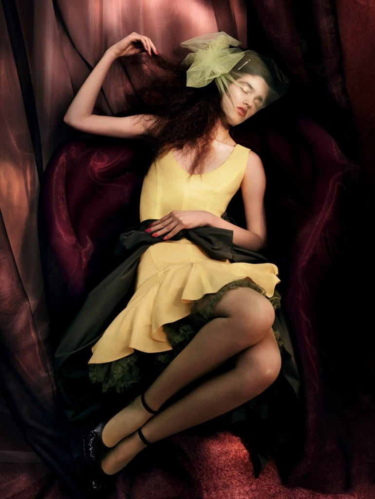 Alexandra-Micu-Vogue-China-April-2017-Editorial09.jpg