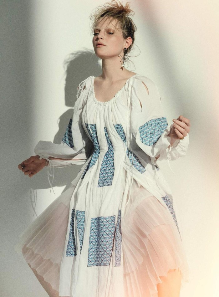Harpers-Bazaar-Germany-June-July-2017-Guinevere-van-Seenus-by-Sofia-Sanchez-Mauro-Mongiello-08.jpg