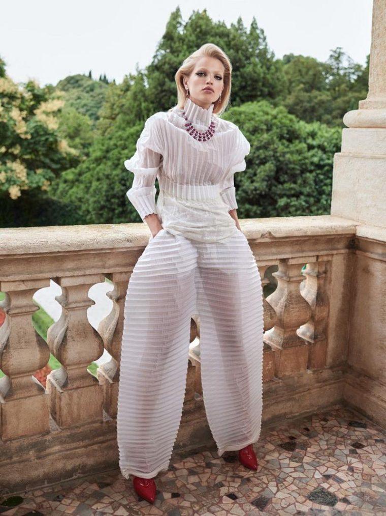 Daphne-Groeneveld-by-Zoltán-Tombor-for-Harper's-Bazaar-Spain-August-2017- (9).jpg