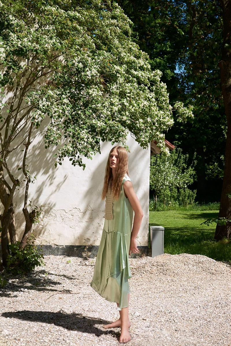 Costume-Magazine-Adela-Stenberg-Olivia-Frolich-3.jpg