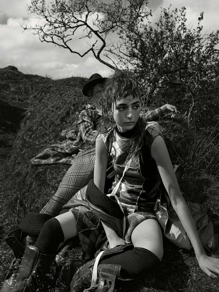 Nora-Attal-Elfie-Reigate-by-Mario-Testino-for-Vogue-UK-September-2017- (6).jpg