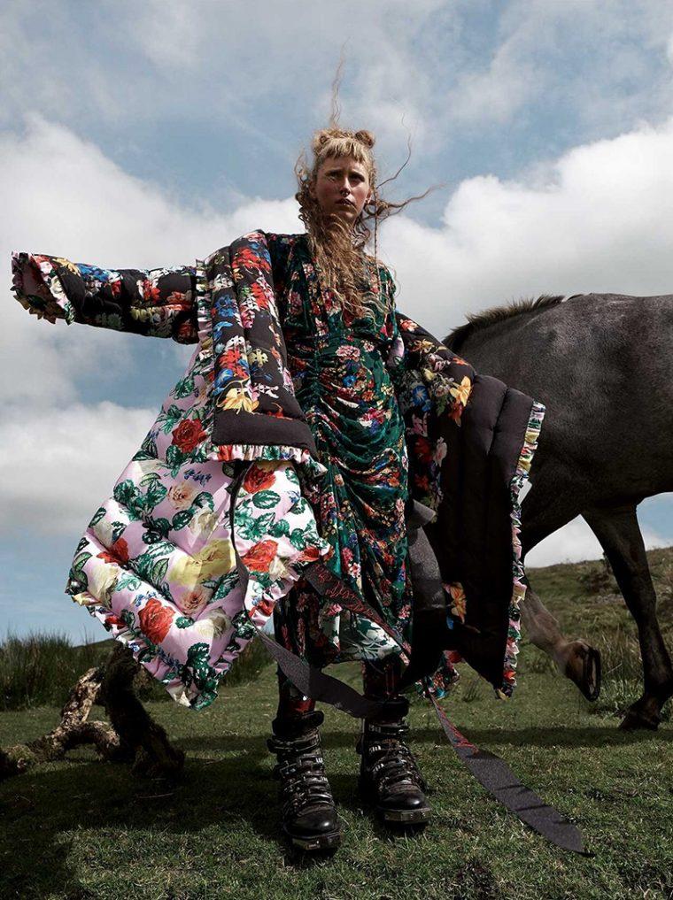 Nora-Attal-Elfie-Reigate-by-Mario-Testino-for-Vogue-UK-September-2017- (7).jpg