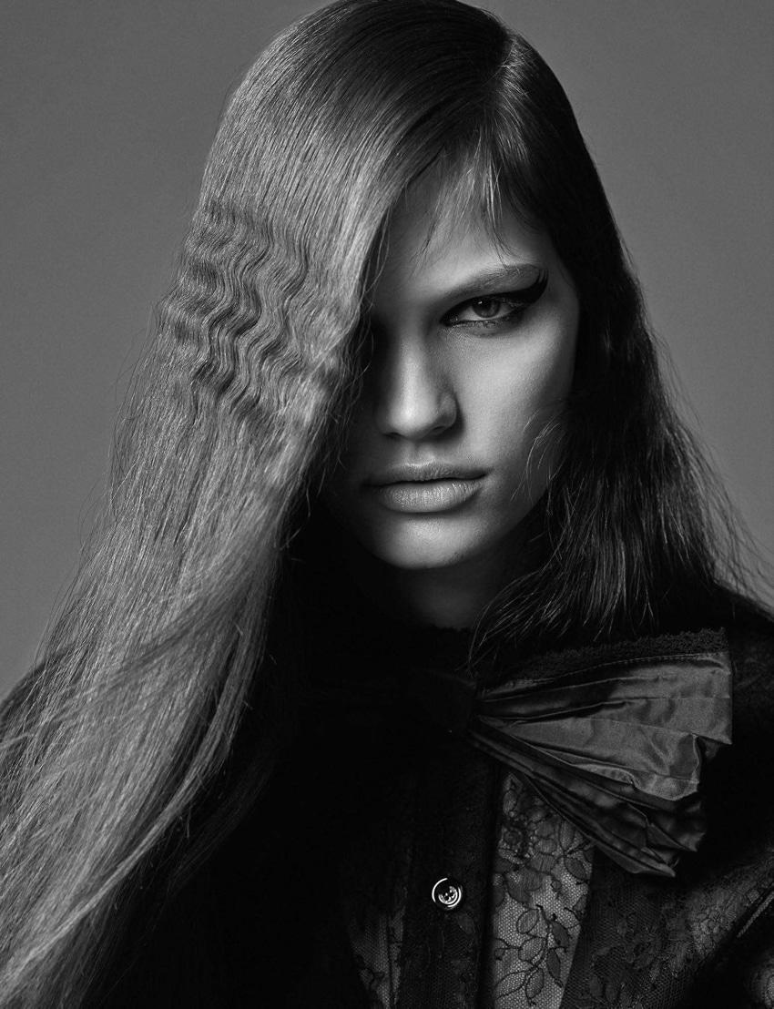 Faretta-Vogue-Paris-September-2017-Mario-Sorrenti-5.jpg