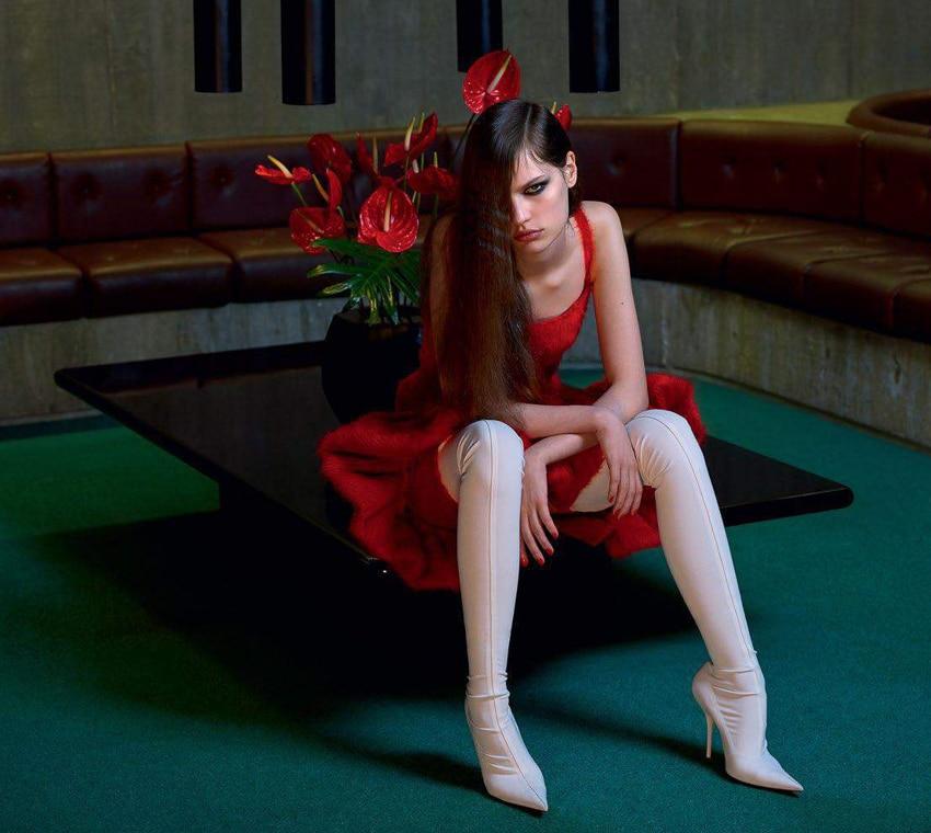 Faretta-Vogue-Paris-September-2017-Mario-Sorrenti-8.jpg