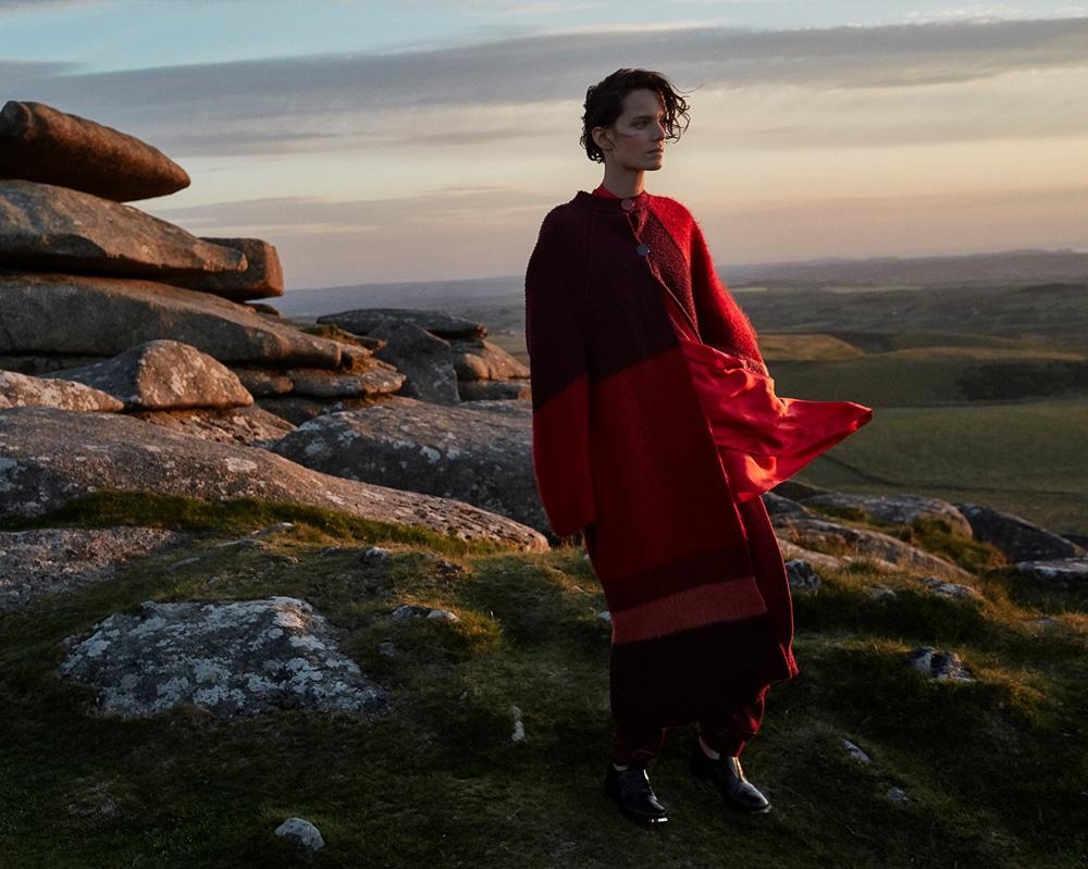 Harpers-Bazaar-UK-September-2017-Iris-Strubegger-by-Agata-Pospieszynska-1.jpg