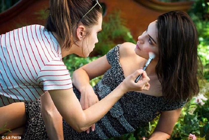 9-Kendall-Jenner-Looks-Sensational-in-La-Perla's-New-Campaign.jpg
