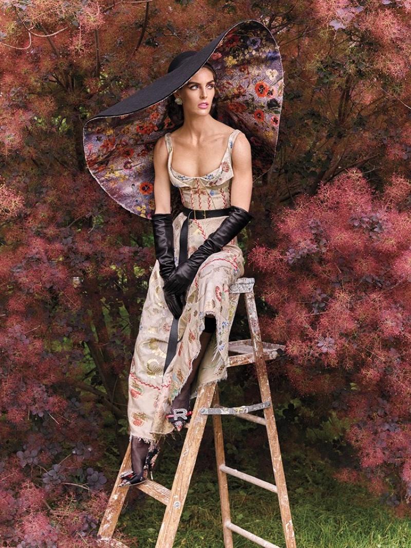 Hilary-Rhoda-Avant-Garde-Vogue-Arabia-September-2017-Editorial05.jpg