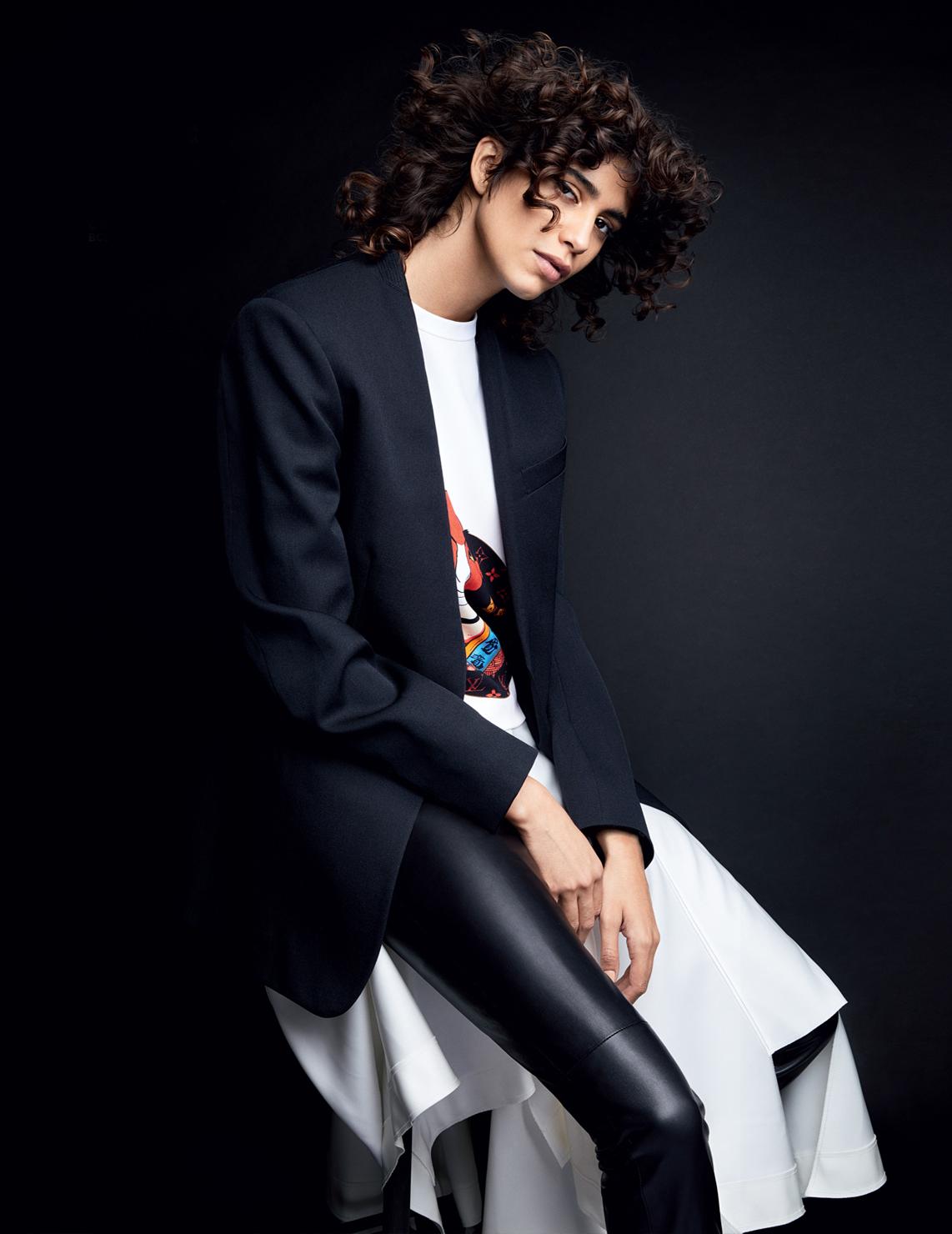 Vogue Russia December 2017 5.jpg