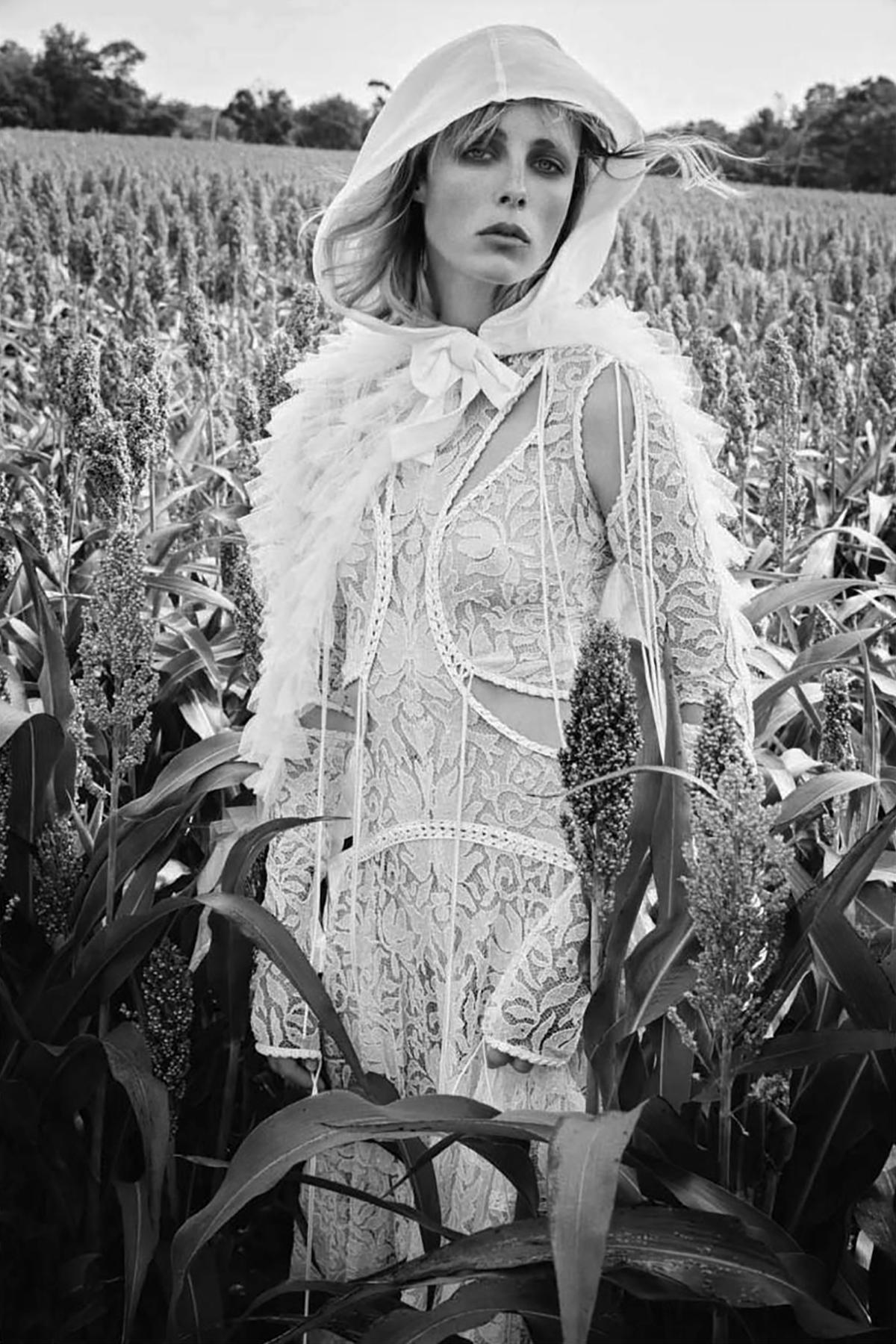 Edie-Campbell-Patrick-Demarchelier-Vogue-China-Dec-2017- (4).jpg