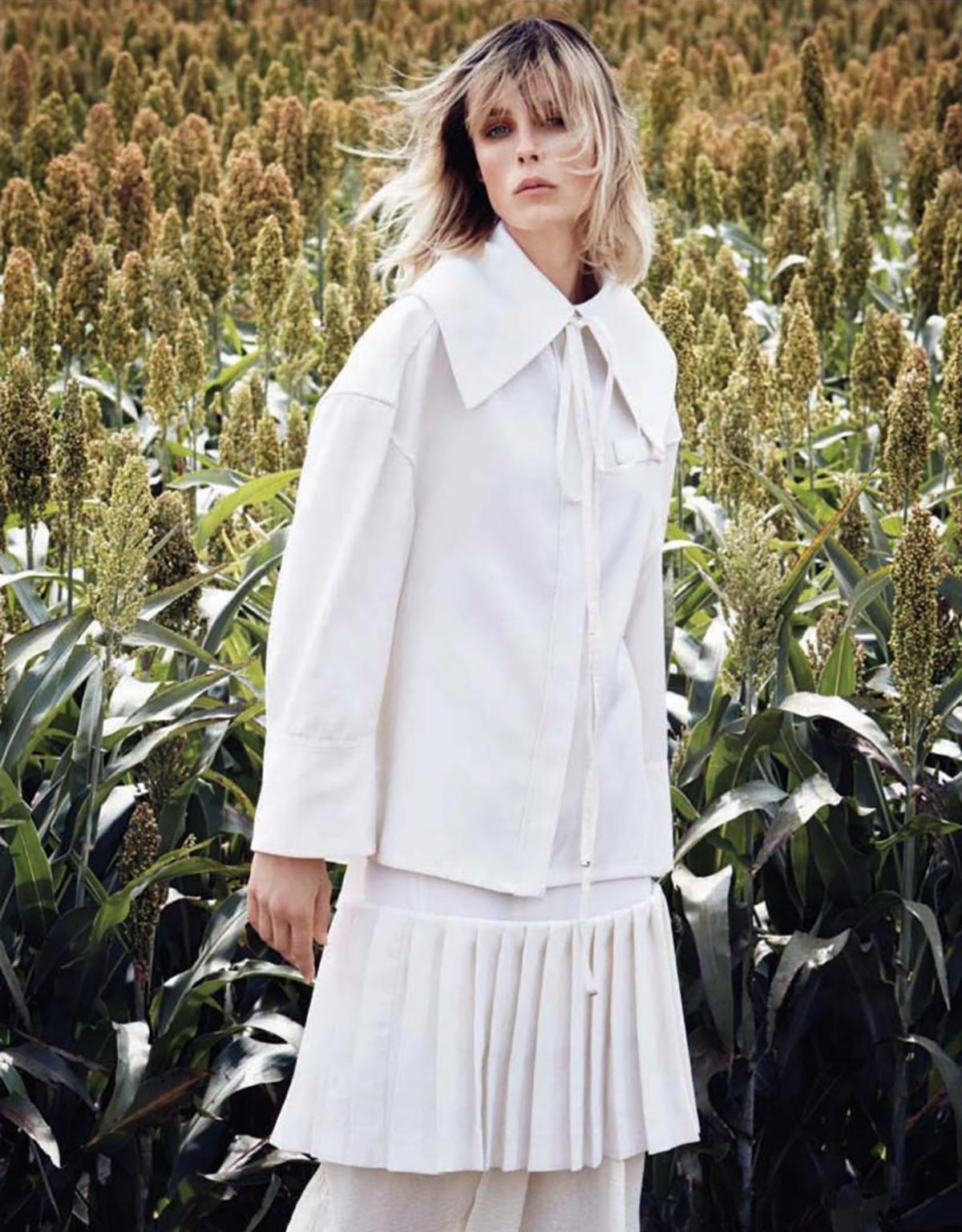 Edie-Campbell-Patrick-Demarchelier-Vogue-China-Dec-2017- (6).jpg