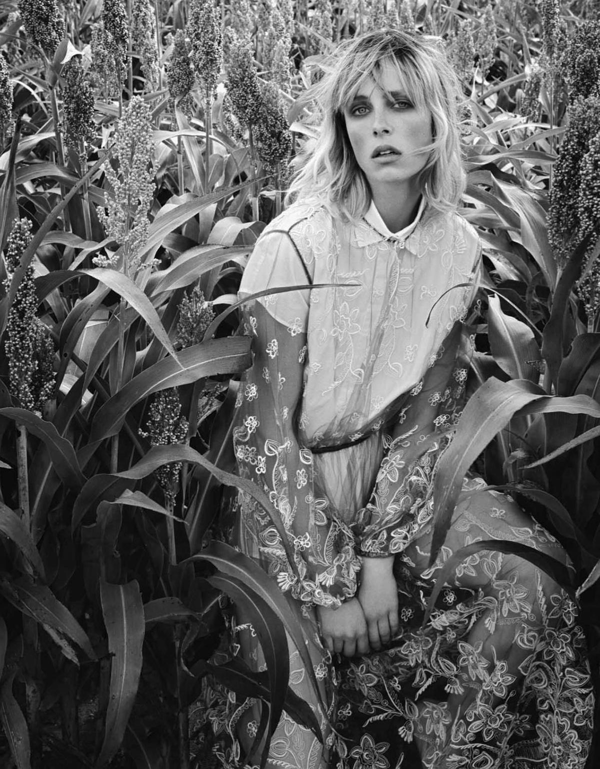 Edie-Campbell-Patrick-Demarchelier-Vogue-China-Dec-2017- (7).jpg