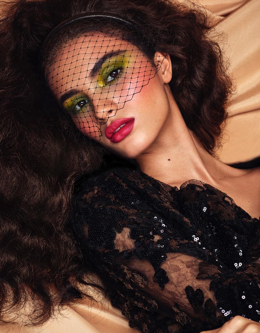 Vogue-Mexico-December-2017-Aira-Ferreira-Michael-Schwartz-3.jpg