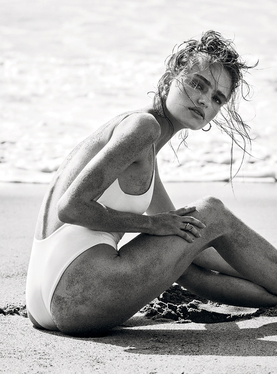 Vogue-Turkey-Anna-Mila-Simon-Emmett-1-2.jpg