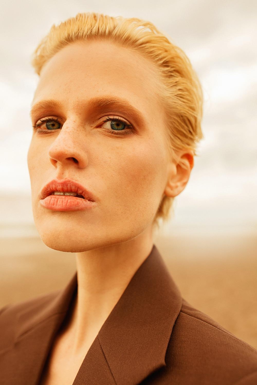 Anastasia Fursova by Daria Kozak for Vogue-Poland (1).jpg