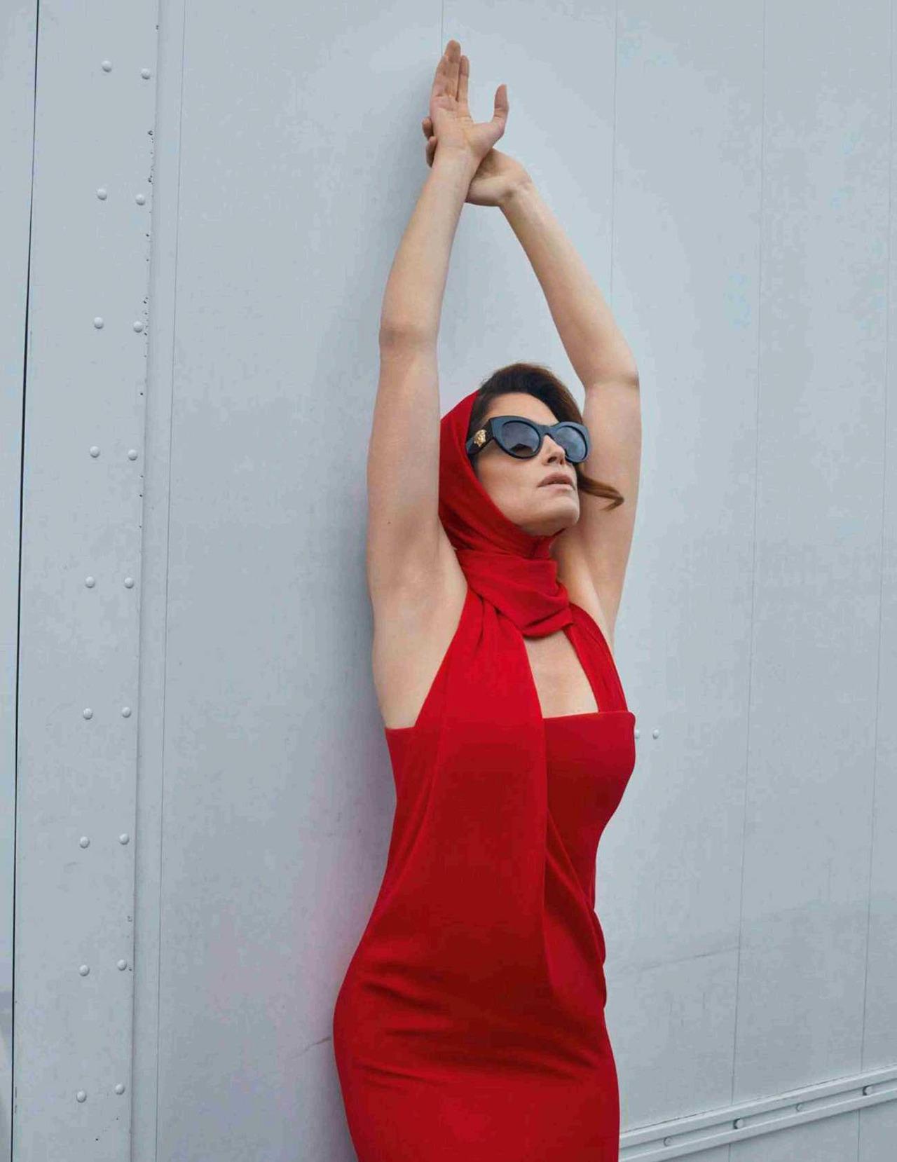 Cindy Crawford by Sebastian Faena for Vogue Spain Oct 2018 (2).jpg