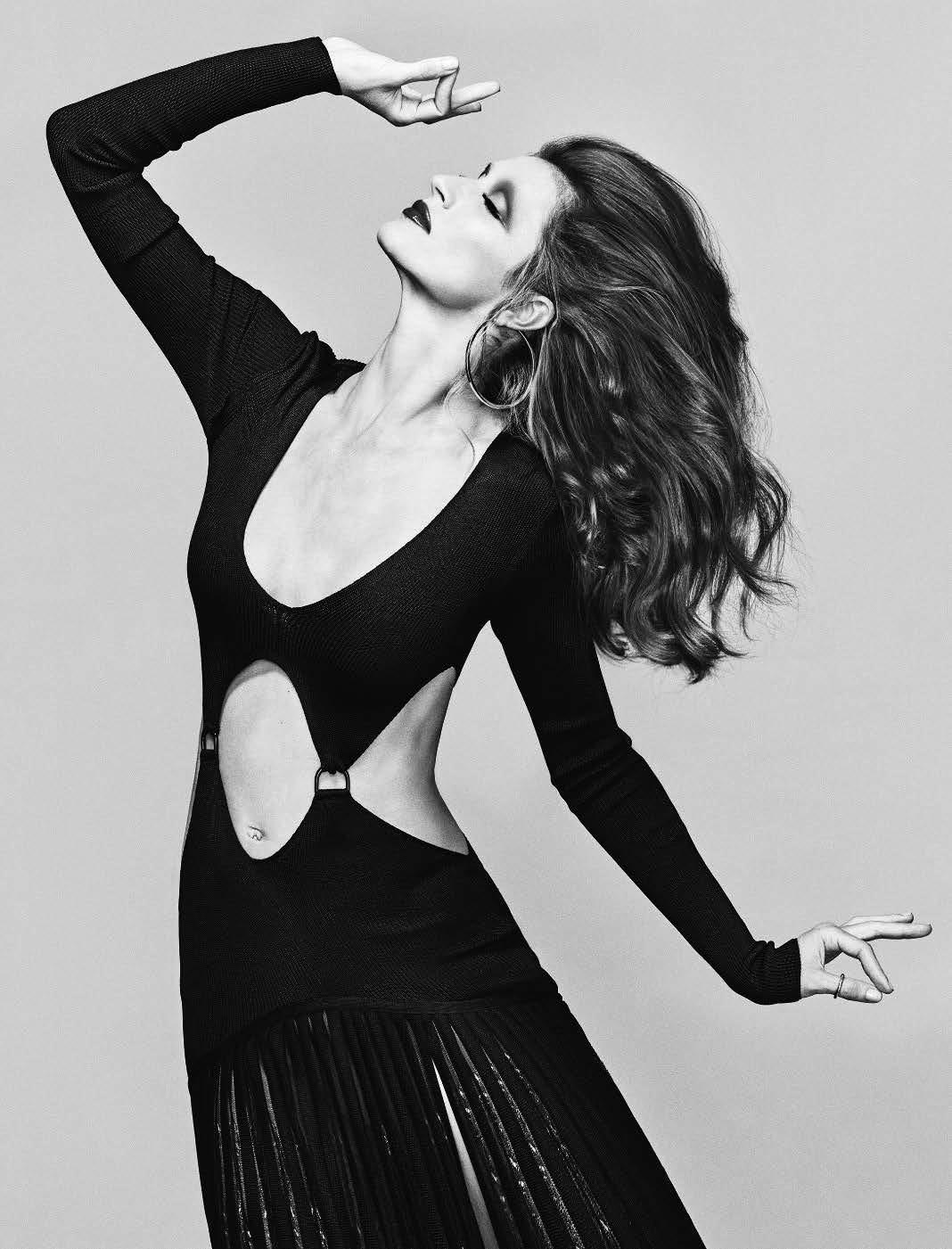 Gisele Bundchen Stars As Mina Captured By Luigi Iango For Vogue Italia October 2018 Anne Of Carversville