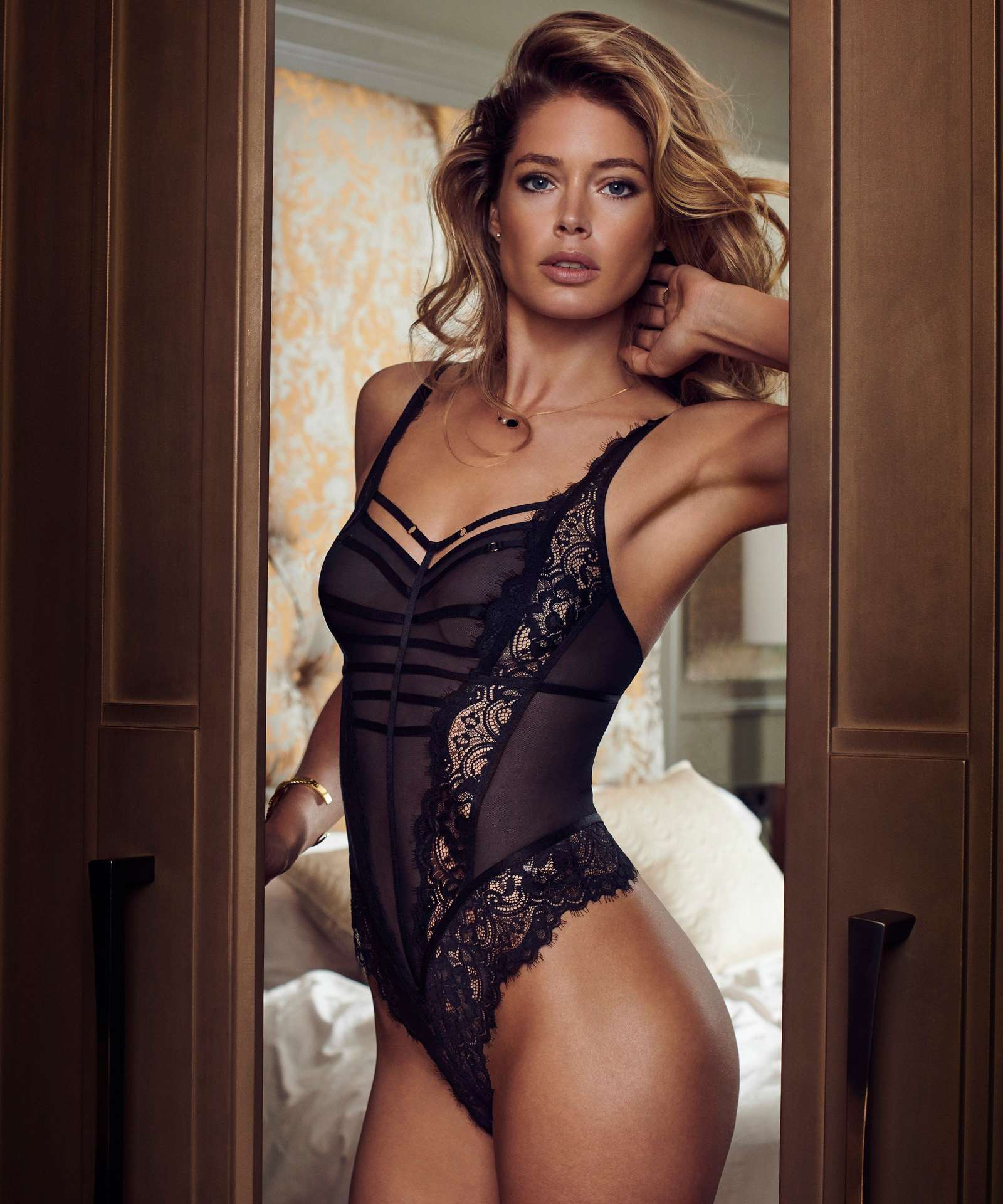Doutzen Kroes in Hunkemöller for Doutzens-Stories Collection Fall 2018 (1).jpg