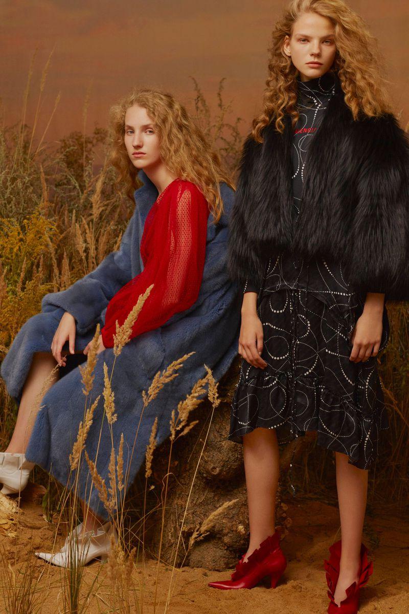 Anna Tihonchuk, Maryna Horda by Arseny Jabiev for Vogue Russia Nov 2018 (5).jpg