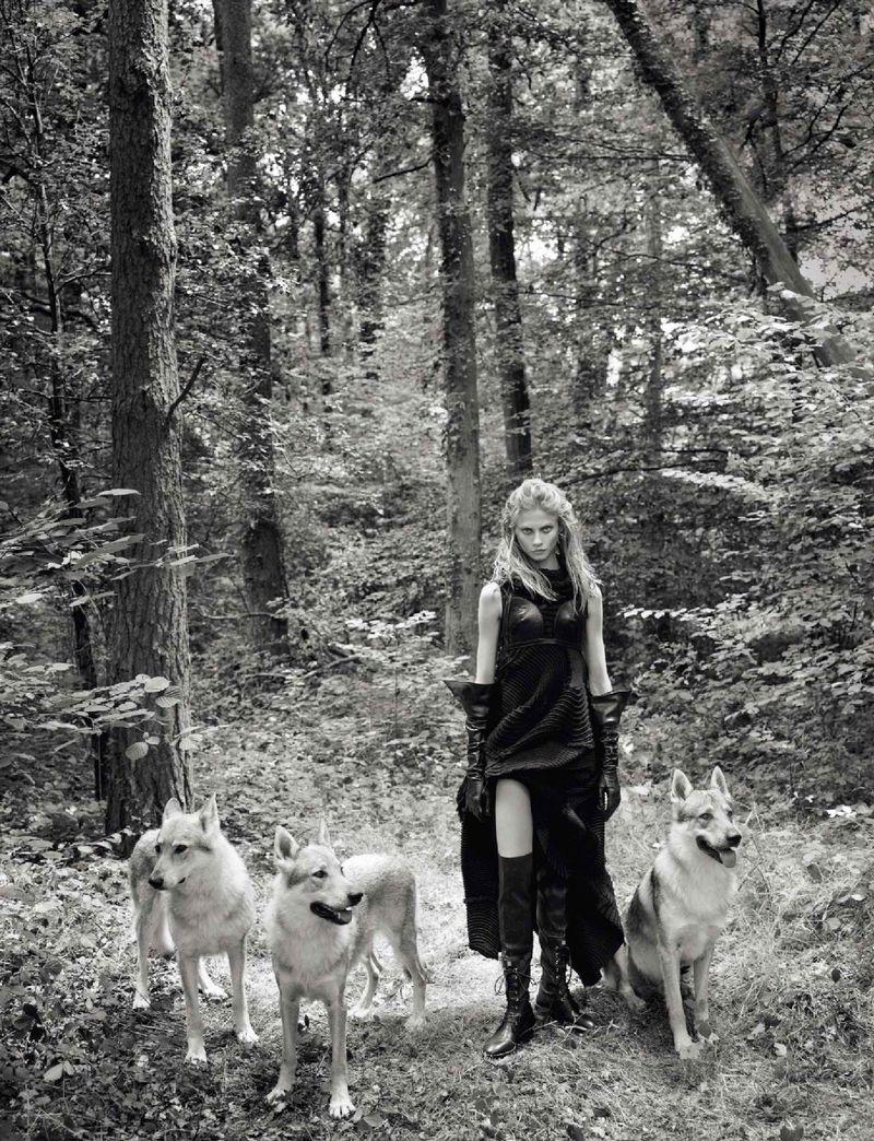 Anna Selezneva by Koto Bolofo for Numero Nov 2018 (11).jpg