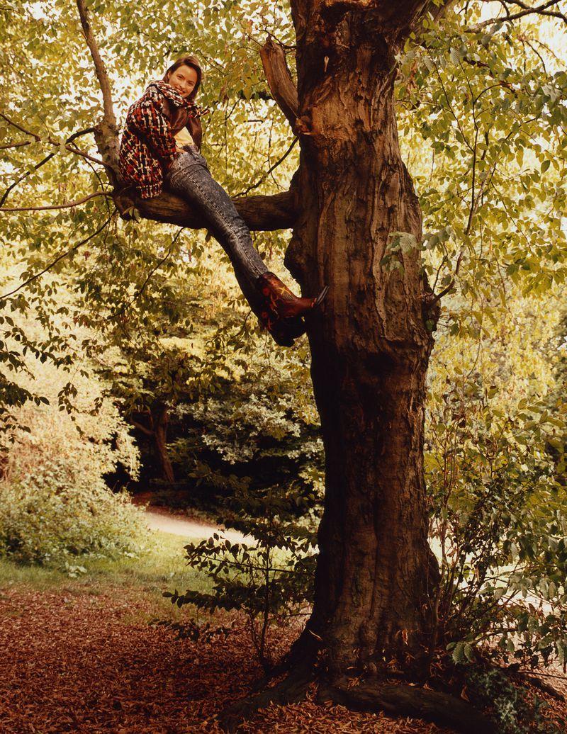 Paolo Zerbini Women on Trees Vogue Ukraine Nov 2018 (1).jpg