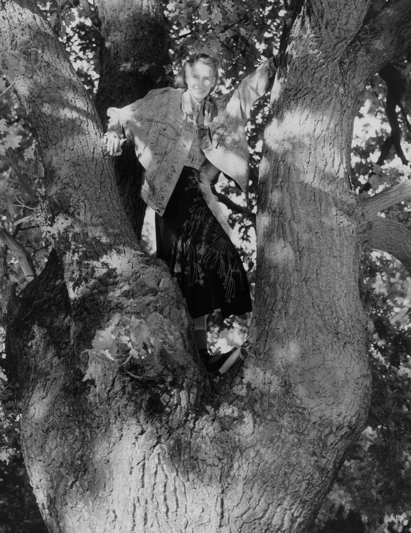 Paolo Zerbini Women on Trees Vogue Ukraine Nov 2018 (5).jpg