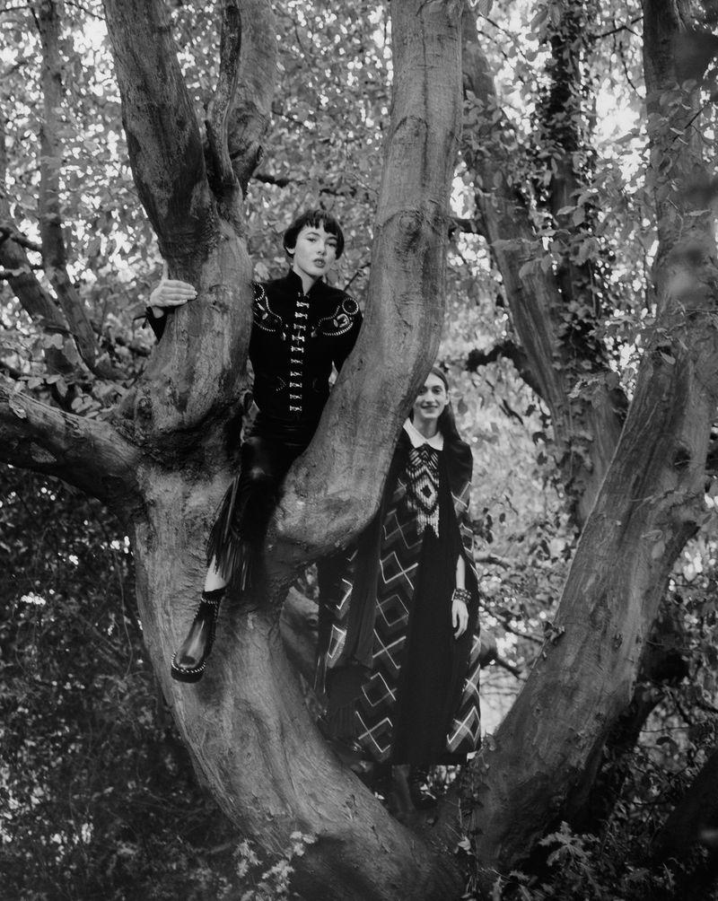 Paolo Zerbini Women on Trees Vogue Ukraine Nov 2018 (8).jpg