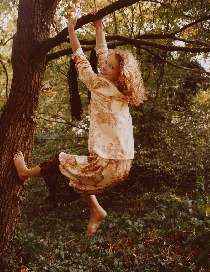 Paolo Zerbini Women on Trees Vogue Ukraine Nov 2018 (10).jpg