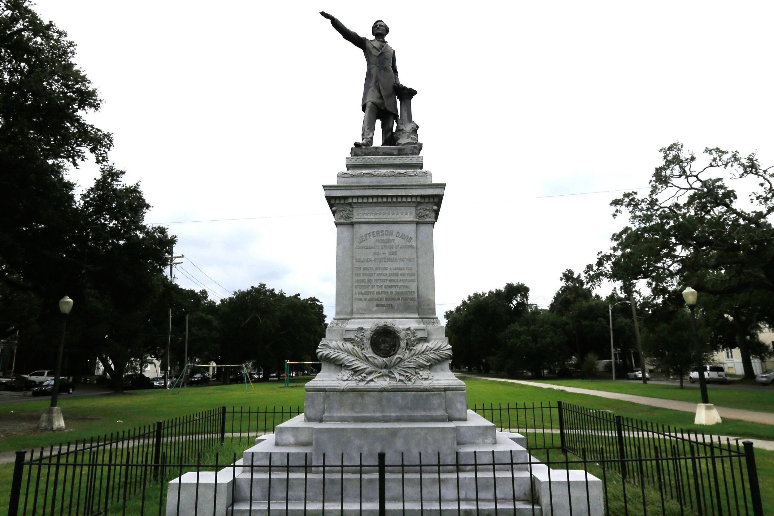 Jefferson Davis monument removed in New Orleans