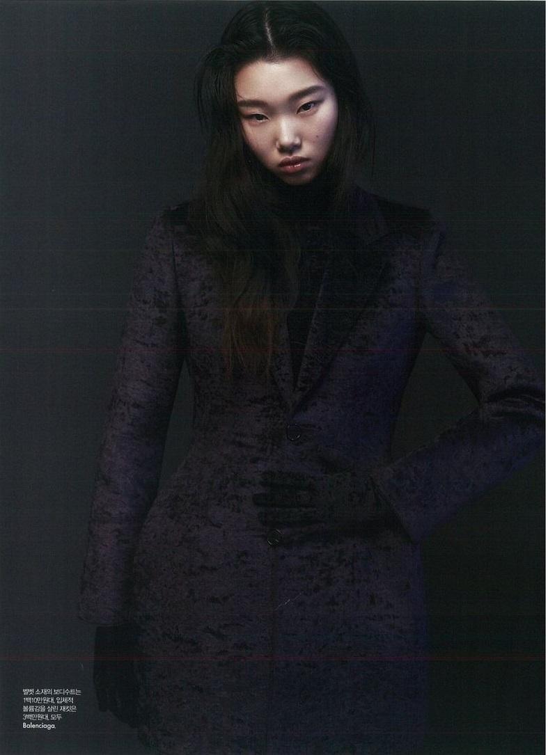 Yoon Young Bae by Kim Hee June for Elle Korea Jan 2019 (2).jpg