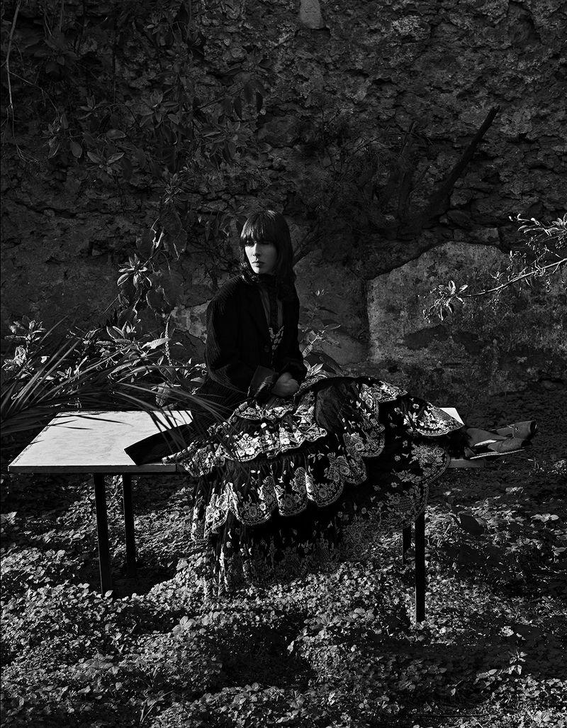 Jamie-Bochert-by-Branislav-Simoncik-for-Vogue-Portugal-March-2019- (10).jpg