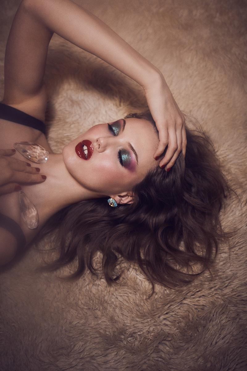 Lindsey-Wixson-Zoey-Grossman-Vogue-Hong-Kong-March- (12).jpg