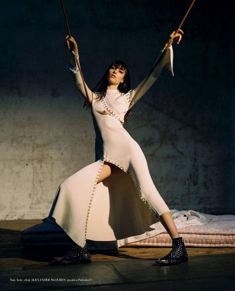Grace-Hartzel-Dan-Belieu-Vogue-Czech- (3).jpg