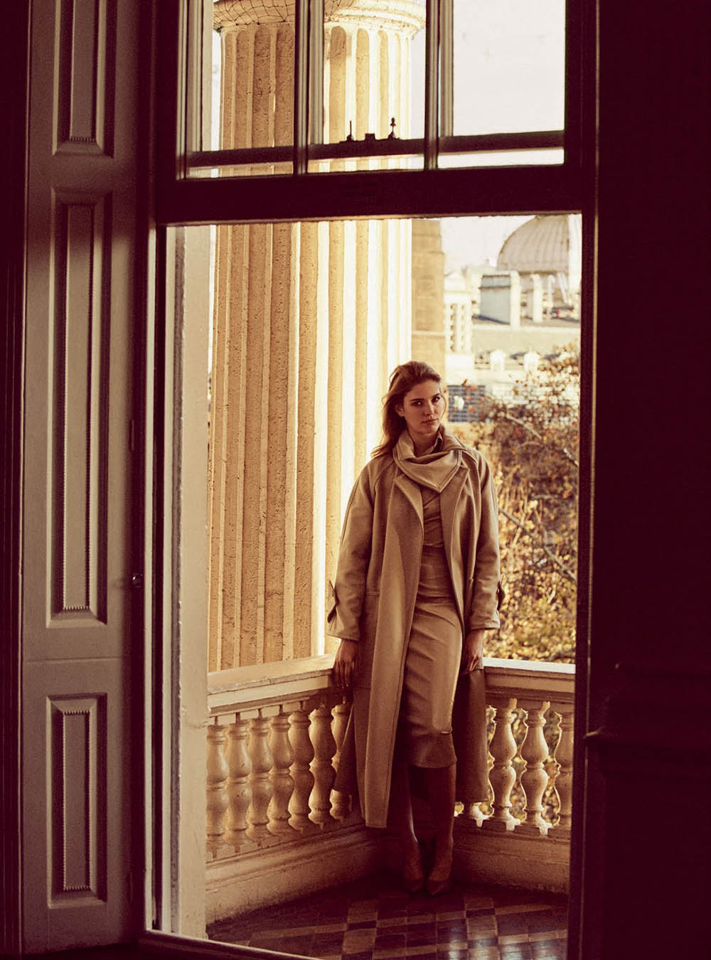 Alisa-Ahmann-by-Regan-Cameron-for-Harper's-Bazaar-UK-March-2019-12.jpg