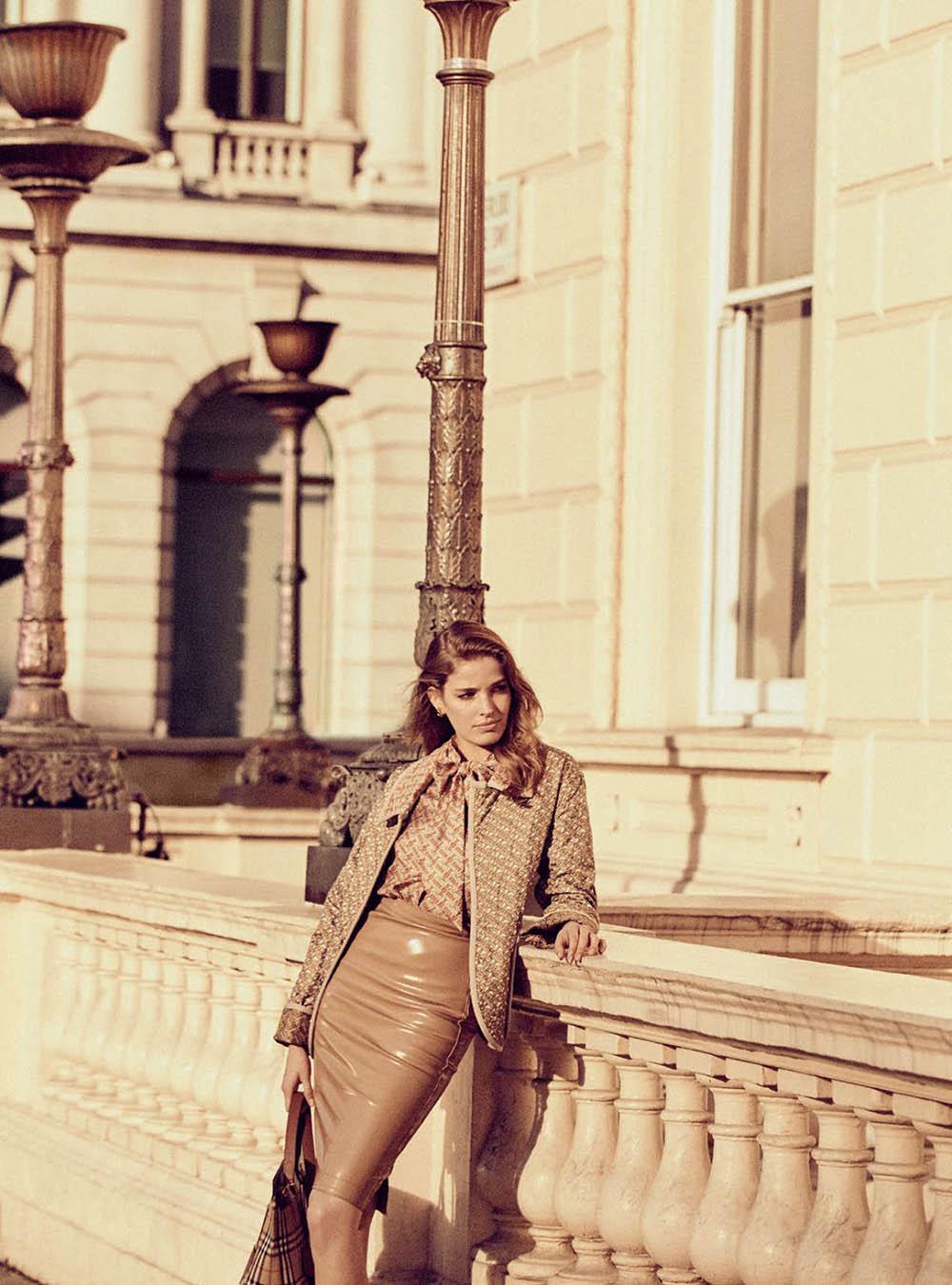 Alisa-Ahmann-by-Regan-Cameron-for-Harper's-Bazaar-UK-March-2019-13.jpg