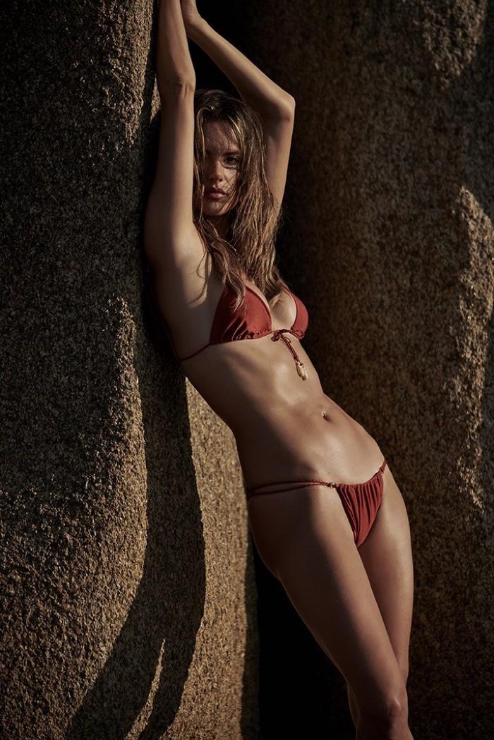 Alessandra-Ambrosio-GAL-Floripa-Stewart-Shining-Floripa (13).jpg