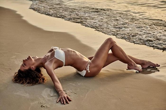 Alessandra-Ambrosio-GAL-Floripa-Stewart-Shining-Floripa (15).jpg