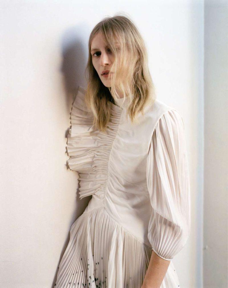 Julia-Nobis-Zoe-Ghertner-M-Le-Monde- (1).jpg