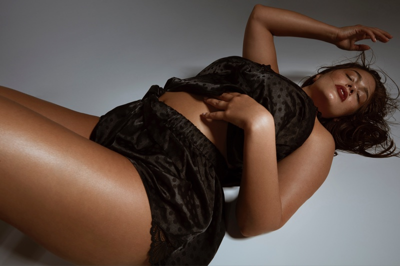 Ashley-Graham-Addition-Elle-2019-Lingerie-Campaign06.jpg